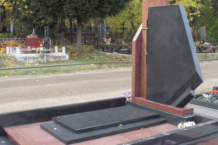 Заказать памятник на могилу недорого и фото изготовление памятников в уфе норильске